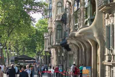 Central propertyrented to a restaurant on the corner of Rambla CatalunyaSt
